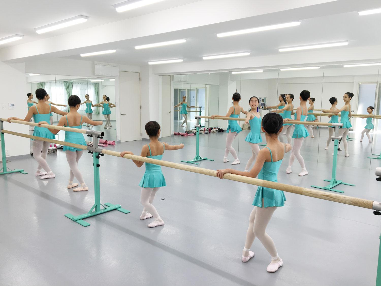 グラヴィティヨガソフィバレエスタジオ 練習風景