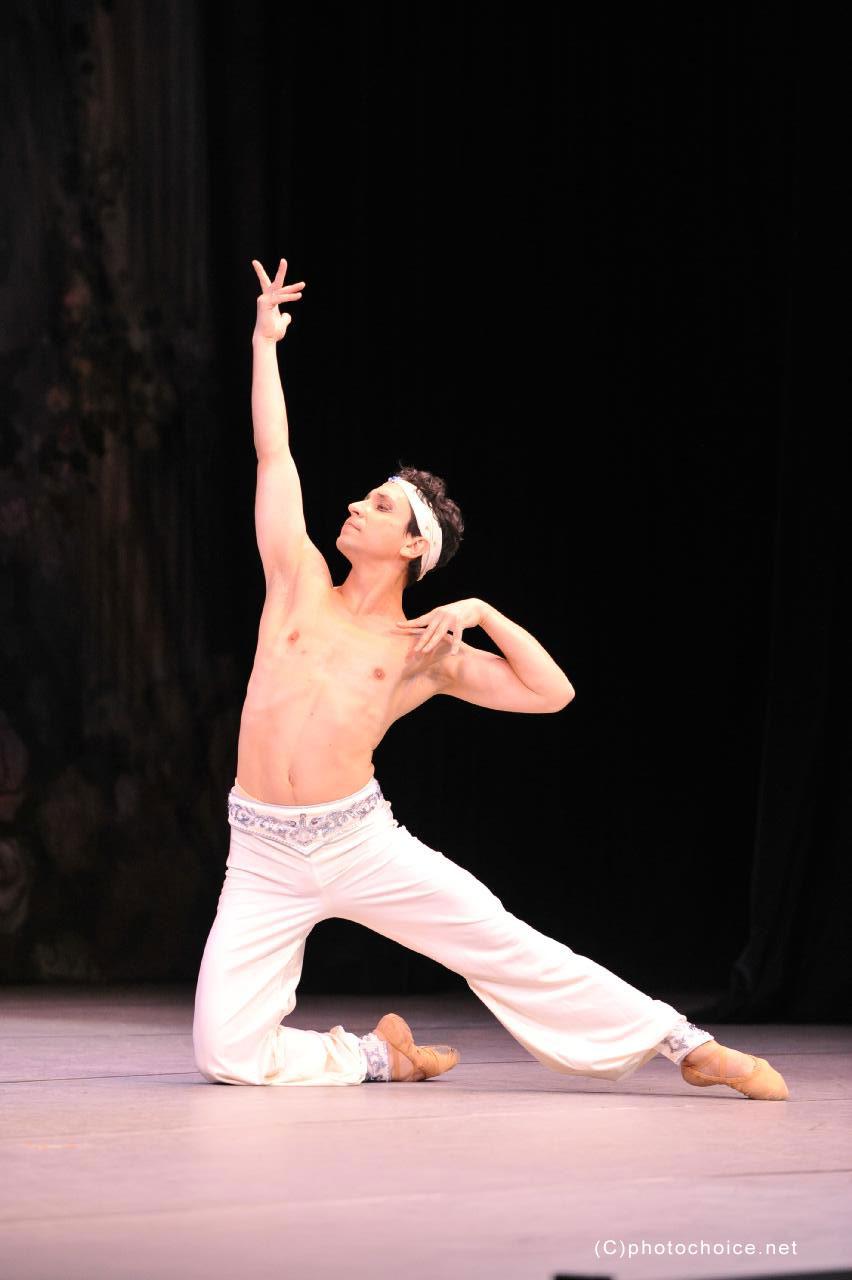 グラヴィティヨガソフィバレエスタジオ ステージ